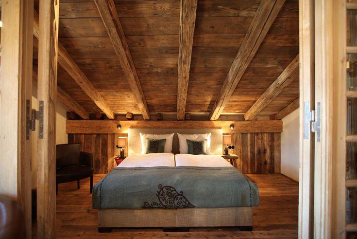 Naturholz bett 16 dachausbau pinterest for Schlafzimmer ideen modern