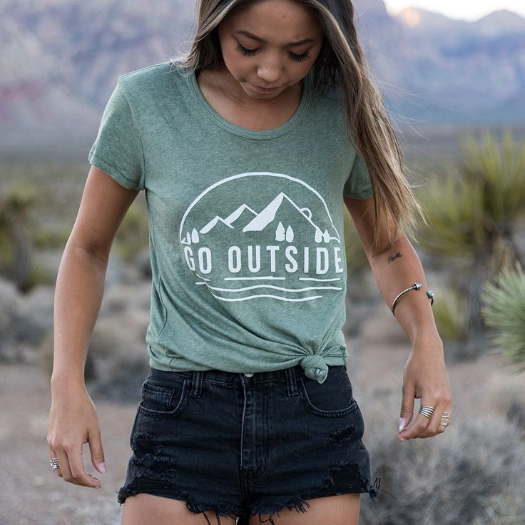 A 50/50 blend that's the ultimate basic, this tee is called The Classic for a reason. Soft, breathable, and effortlessly cool, you'll forget you have it on at home or on the move. Vintage 50/50 50% Co