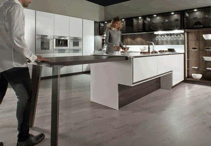 Mesa extraible bajo la encimera muy c moda para cocinas - Ideas para amueblar una cocina ...