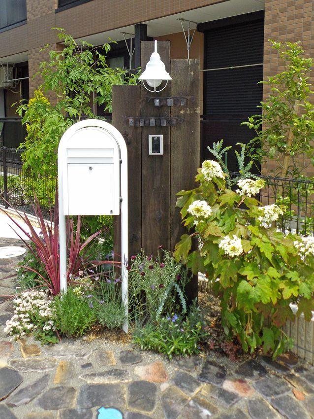 門柱 Wooden gate post