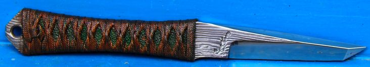 couteau de cou , edc/ back up  sub tanto lame de 9 cm forgée en damas cheveux , same galuchat vert , ito maki para cord disponible neck knife , edc / back up sub tanto blade of 3.55 inch forged in hair damascus , green ray skin , paracord itomaki  available for sale