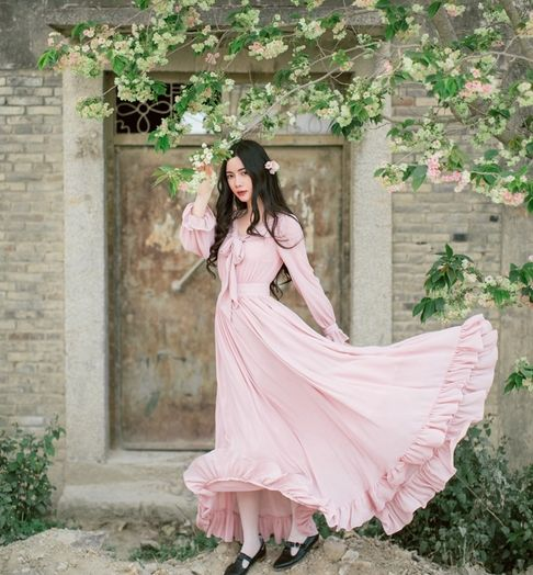 Goedkope Dames jurken Nieuwe Retro & Vintage Hoge Taille Romantische Jurken Roze Boog Ruches Zoom Lange Chiffon Maxi Vrouwen Jurk, koop Kwaliteit jurken rechtstreeks van Leveranciers van China:  [NEW] 2017 Artsy Studio High-end Custom-made Three-dimensional Flower Flare Sleeve Long-sleeved Dress S,MUSD 45.50/piec