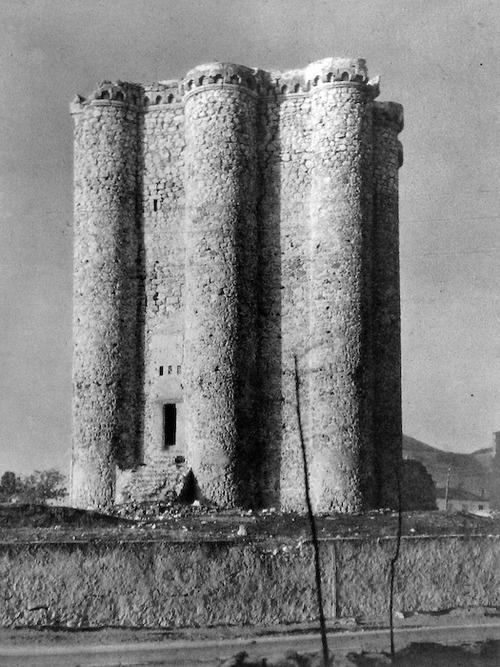 Castle of Villarejo de Salvanés, Madrid, Spain. Photographer: José Ortiz Echagüe