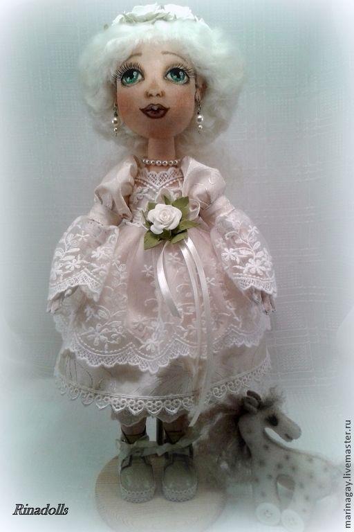 """Купить Текстильная кукла """"Диана"""" - белый, венок на голову, кружево для кукол, бусы, лошадка игрушка"""