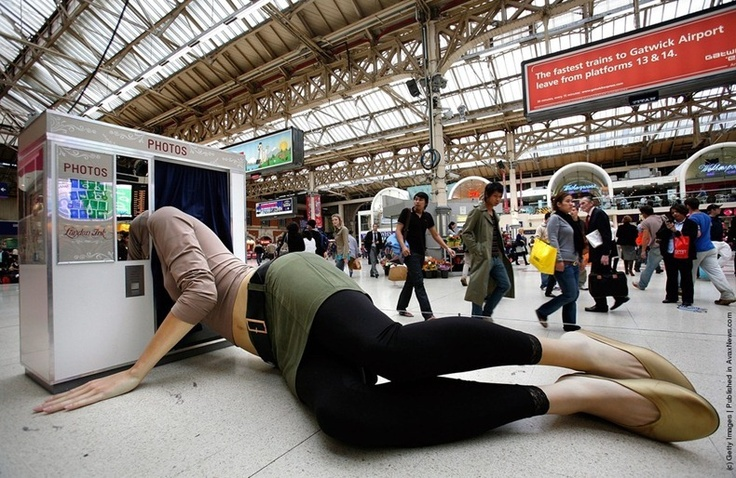 London Ink reality TV show on the Discovery Channel commissioned a giant statue of a woman with her head stuck in a photo booth, exhibited in a Victoria train station (2007)