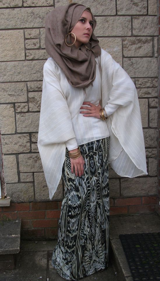 Totally digging the hoop earrings with this headscarf, though I find myself wanting for something more... is it the shirt, or the skirt, that I want changed, I wonder? Or perhaps just the color of the headscarf?