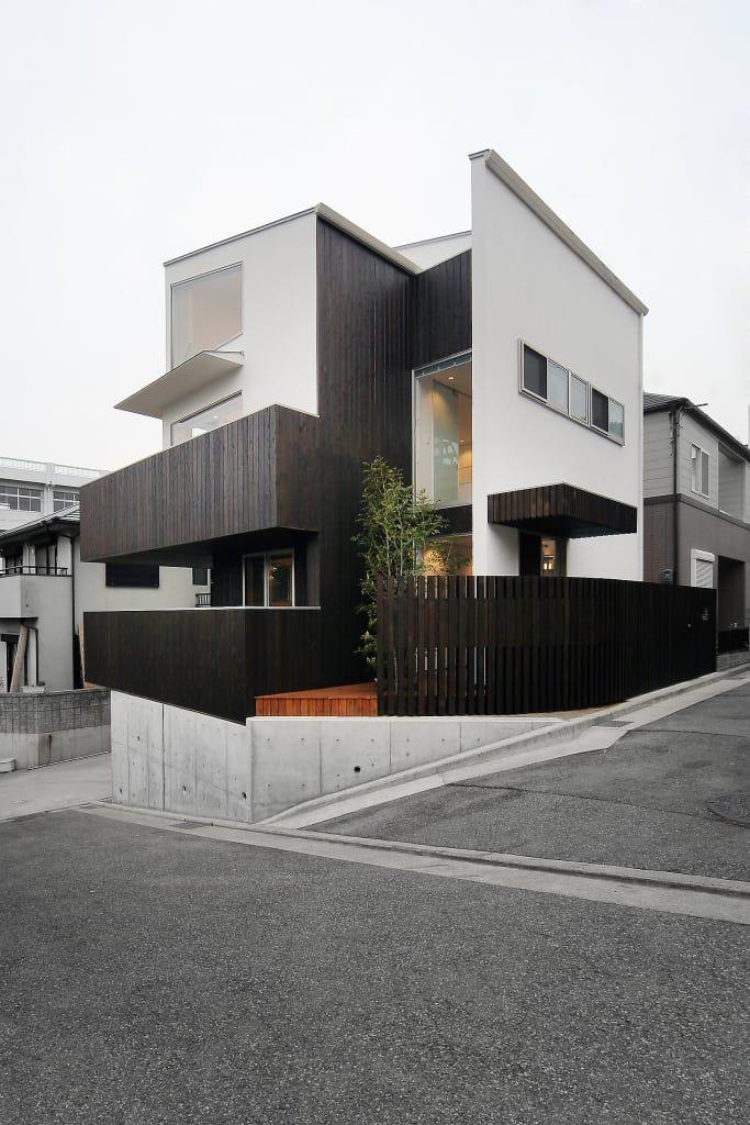 멀리서 봐도 감각적이다, 발코니가 있는 2층 집 (출처 Seulki Jo )