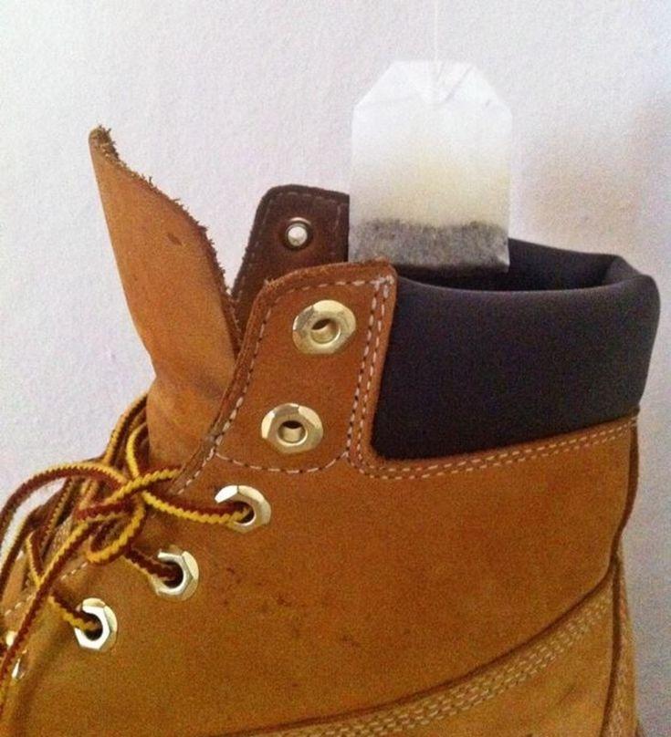 Ob Sport oder Käsefuß: Teebeutel absorbieren die schlechten Gerüche im Inneren deiner Schuhe.