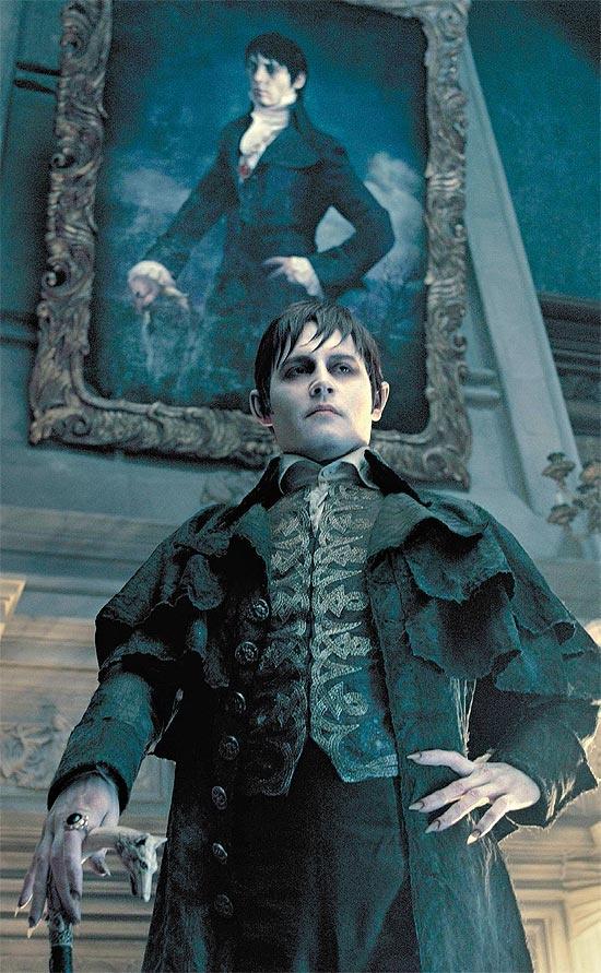 """Johnny depp como o vampiro Barnabas collins emcena do filme """"Sombras da Noite"""""""