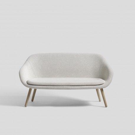 Le canapé deux places ABOUT A LOUNGE SOFA FOR COMWELL de la marque HAY dessiné par Hee Weeling, disponible dans une large variété de couleurs/ tissus Kadrat. Décoration et mobilier design à Paris