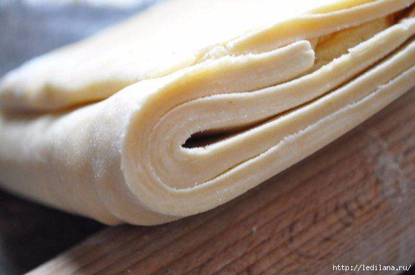 Это чудесное тесто, просто палочка выручалочка. Готовить его элементарно…