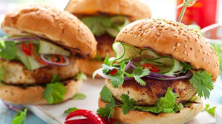 Masz ochotę na burgera, a jesteś na diecie? Wypróbuj przepisy na zdrowe burgery!