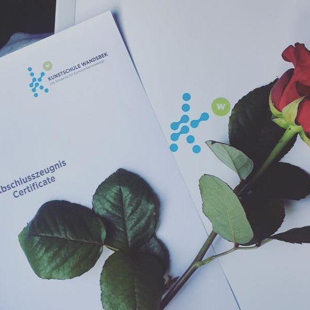 d i t  i t 💟   #finished#study#kommunikationsdesign#kommunikationsdesigner#happy#kwler#kunstschulewandsbek#bremen#abschluss#certificate