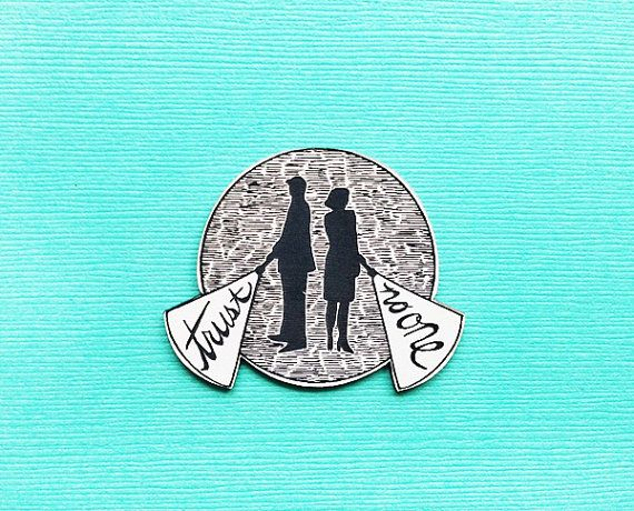 X-Files trust no one acrylic brooch pin por sweetandlovely en Etsy