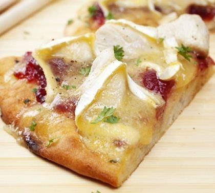 Pizza poulet, brie, canneberges/Cuisine AZ/Les pizzas italiennes d'accord, mais les Français sont les plus gros consommateurs de pizzas en Europe, même devant les Italiens !