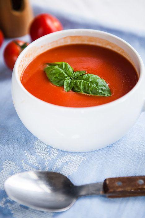 Rajčatová polévka chutná božsky. Můžete ji doplnit lístkem bazalky nebo oregana!; Jakub Jurdič