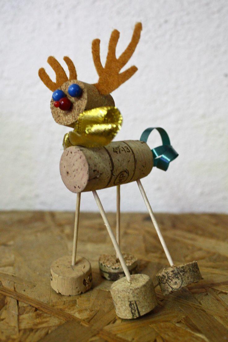Cork reindeer, simple and cute :) #diy #handmade #ozdobyświąteczne #choinka #święta #christmas #reindeer