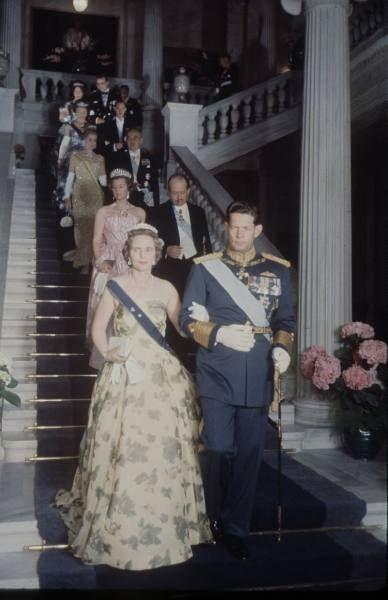 Anna di Borbone Parma e il marito Re Michele di Romania, lui è figlio di una sorella di Re Paolo di Grecia, dietro i Principi del Lichtenstein. Gina e Francesco Giuseppe e dietro ancora Grace e Ranieri di Monaco