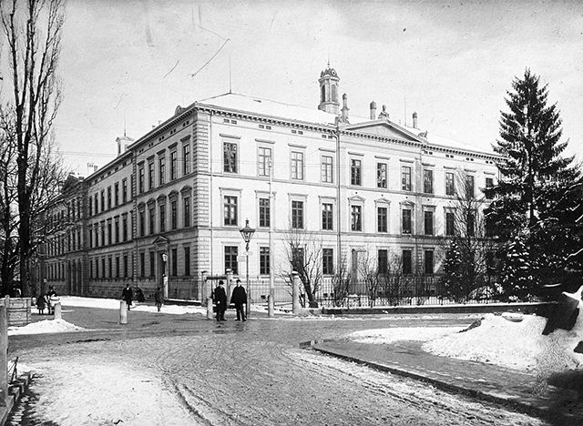 "1898: Establishment of the University of St.Gallen as a ""Commercial Academy"". // 1898: Gründung der Universität St.Gallen als #Handelsakademie. #HSG #UniversitätStGallen"