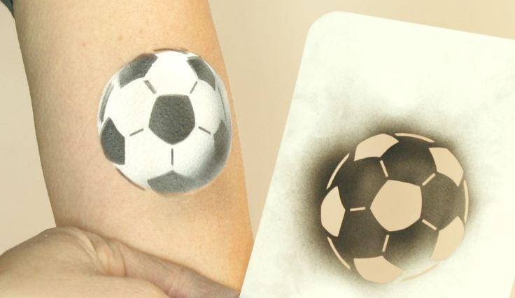 Fussball Airbrush Schablone in der Anwendung