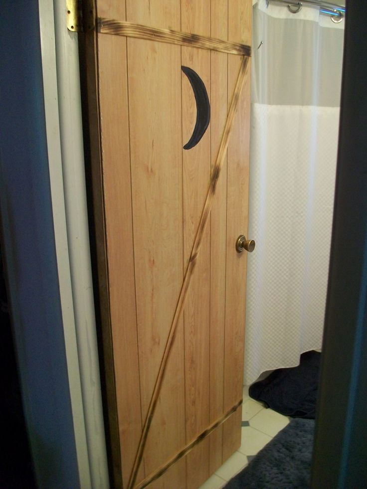 how to build an outhouse door