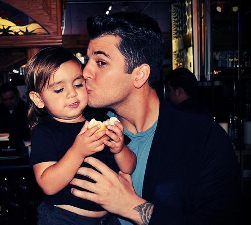 mason & robert kardashian cutest picture ever!!!!