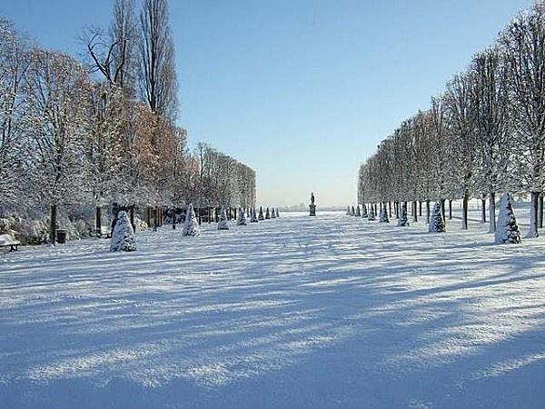 Le parc du château de Saint Germain en Laye sous la neige (Yvelines)