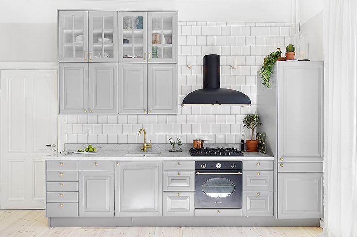 Vitrinskåp (eller ev hörnskåp) till nya köket...