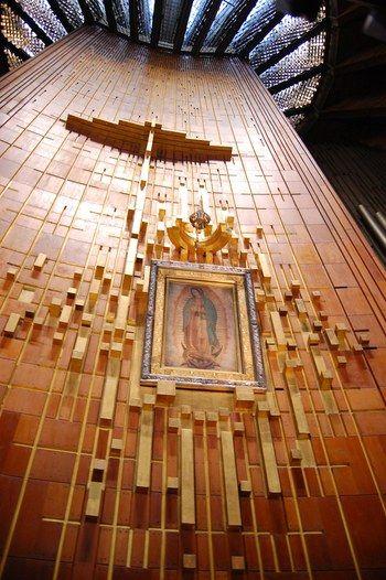 Un manojito de imposibles te dejo a tus pies Madre Santa.   Basilica de Nuestra Señora de Guadalupe.