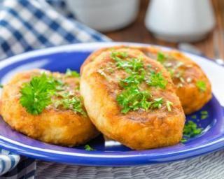 Croquettes moelleuses et légères de pommes de terre : http://www.fourchette-et-bikini.fr/recettes/recettes-minceur/croquettes-moelleuses-et-legeres-de-pommes-de-terre.html
