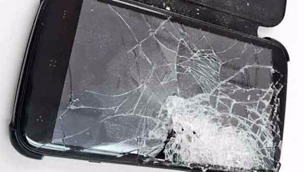 Policía recibe balazo pero celular le salva la vida
