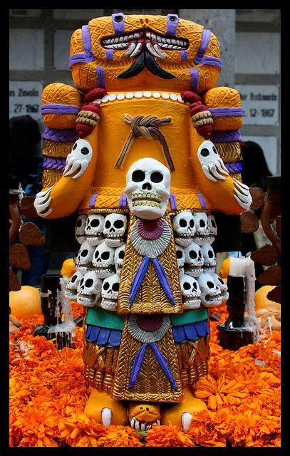 DIA DE LOS MUERTOS/DAY OF THE DEAD~Ofrenda Dia de Muertos Panteon San Fernando by Diego Uriarte, via Flickr.