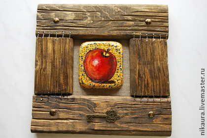 Картина на дереве и в деревянной раме ЯБЛОКО - золотой,дерево,состаренное дерево