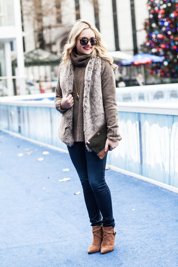 bows & sequins - wearing TAVIA bootie #CarolinnaEspinosa