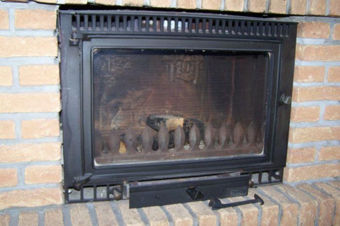 insert de cheminee de marque Godin  en tres bonne etat. hauteur: 52 cm largeur: 69 cm profondeur: 45 cm