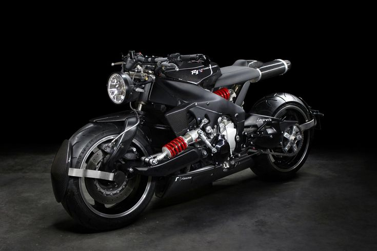 Coming courtesy of Frenchman Ludovic Lazareth and his studio, this new Yamaha YZF R1 custom provides with a glimpse into the future of the motor company.