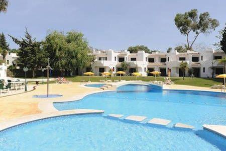 Veja este anúncio incrível na Airbnb: Apartamento férias Algarve - Apartamentos para Alugar em Albufeira