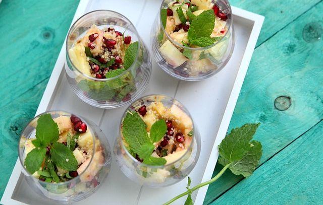 Vandaag schotel ik u voor: een gezond dessertje! Of snackje, as you wish. Eentje met een beetje vulling aan. Want weet je wat, soms heb ik een klein hongertje tussendoor en dan volstaat fruit gewoonwe