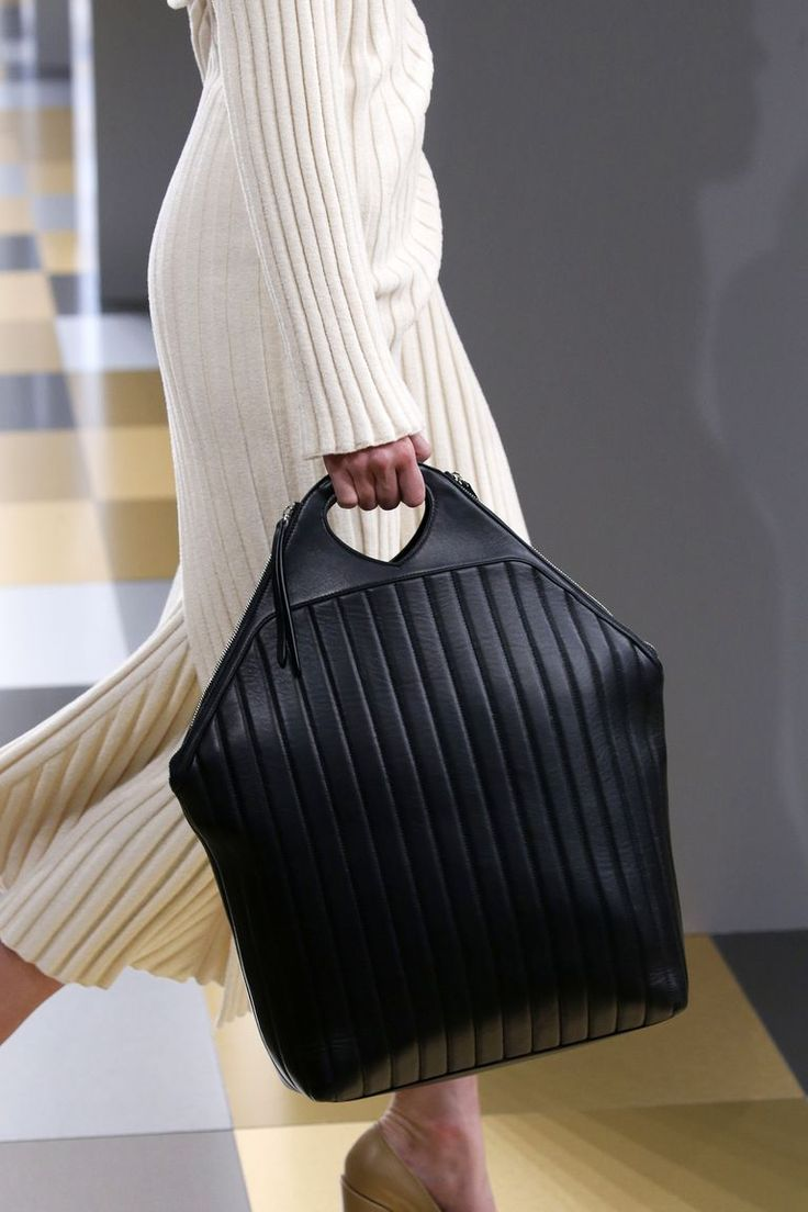 Gucci's triple threat, a Sportmax belt bag, and more. #fashionhandbags