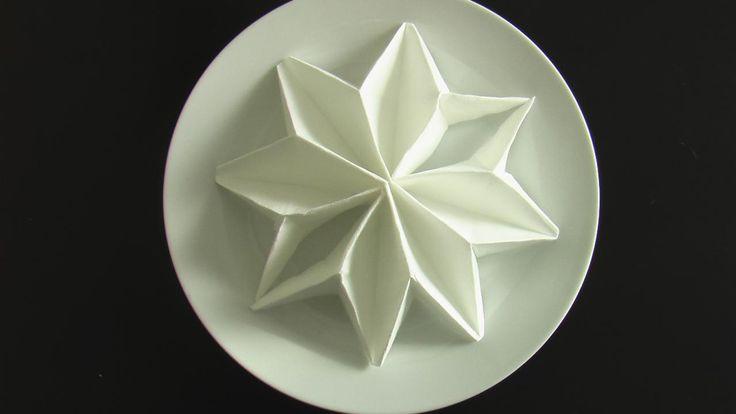 Comment plier une serviette en forme de poinsettia ? - Art de la table - Maison - Jardin