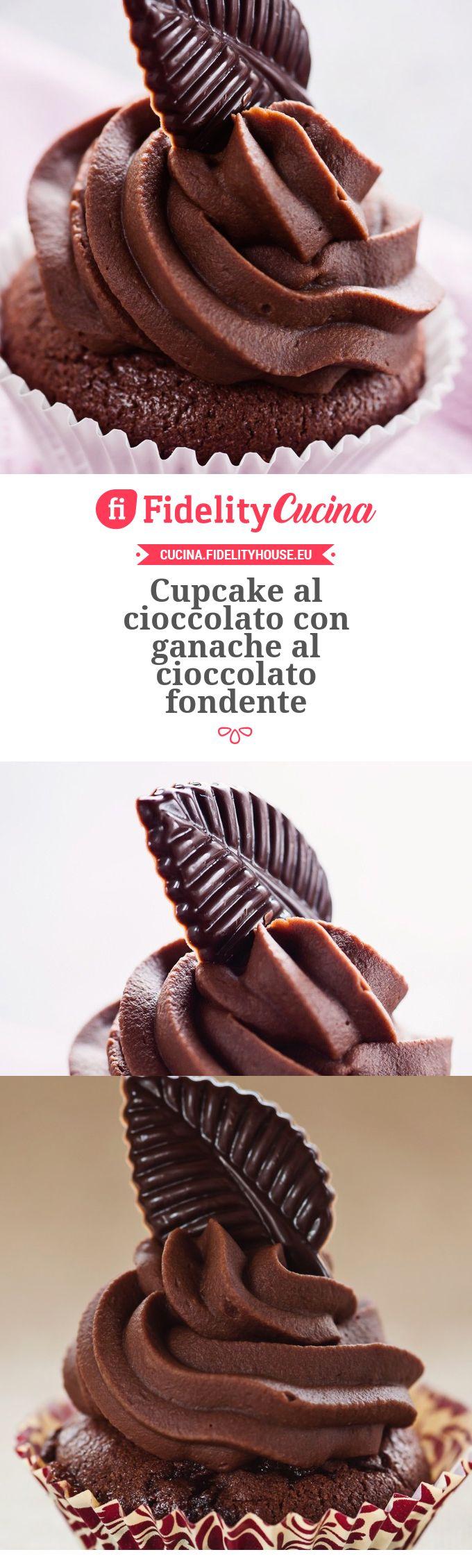 Cupcake al cioccolato con ganache al cioccolato fondente