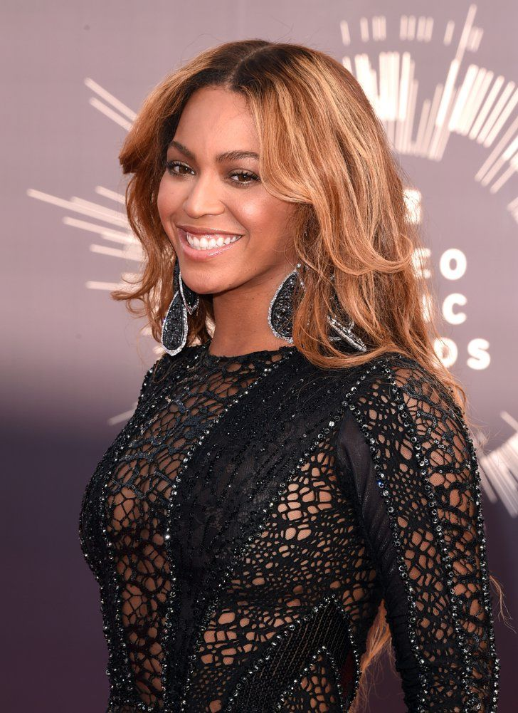 Pin for Later: Every Head-Turning Hollywood Hair and Makeup Look From the MTV VMAs Beyoncé Queen Bey was fashionably late to the VMAs red carpet, but her feathered waves and earth-toned makeup were totally worth the wait!