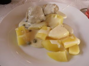 Königsberger Klopse in Kapern-Zitronen-Sauce