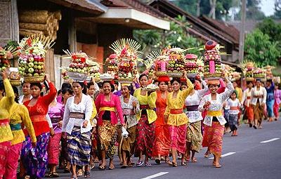 Bali op z'n mooist tijdens Galungan - overal is het feest en zie je traditioneel geklede Balinezen met offers