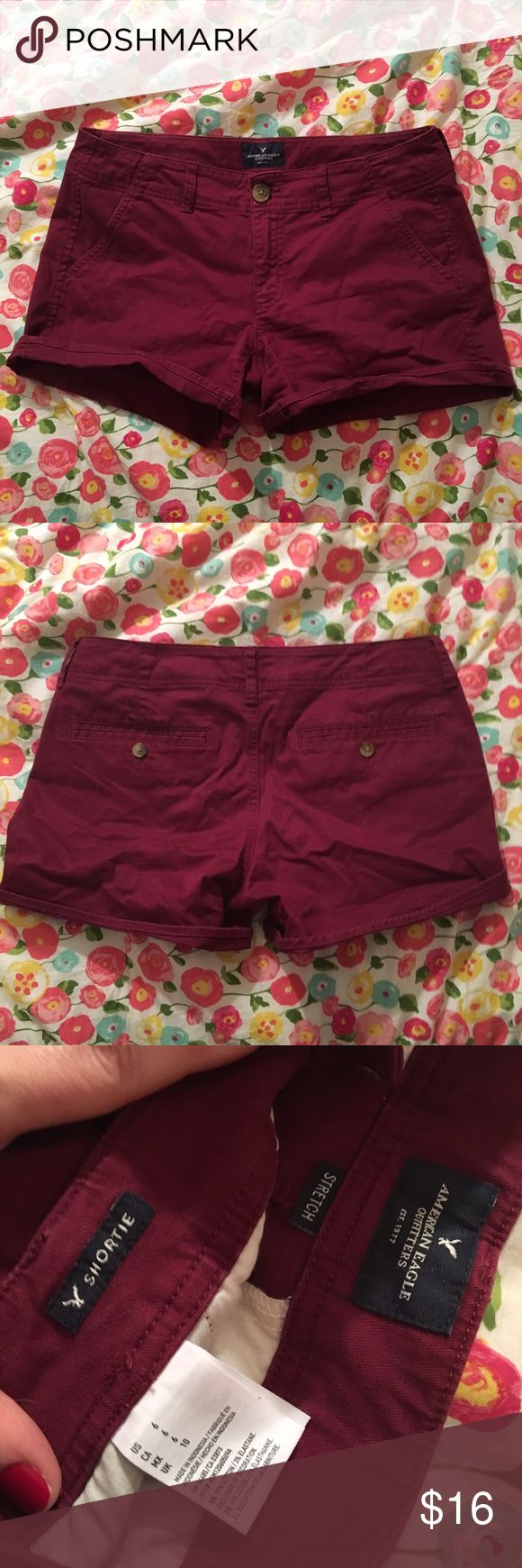 American Eagle Stretch Shortie Maroon Shorts 6 In excellent condition!! Stretch size 6. Legs can be rolled up or down. Style is the Shortie. American Eagle Outfitters Shorts