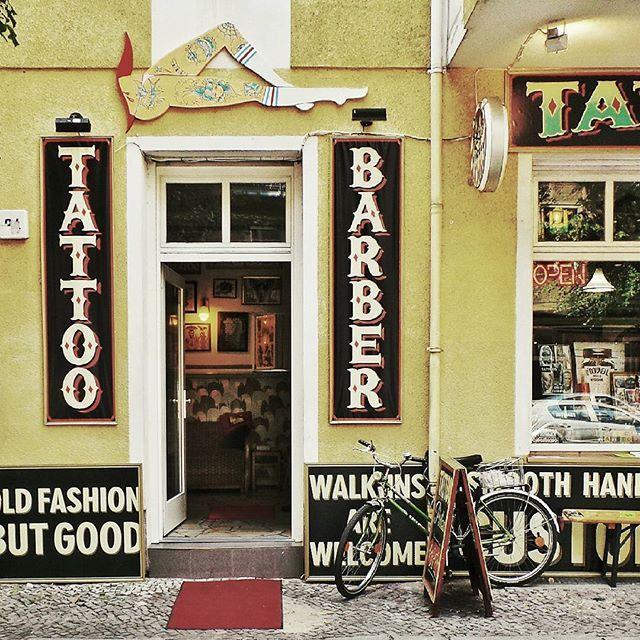 Berlin By @laciudadalinsta © #berlin #alemania #instagram #facade #fachada #tattoo #barber