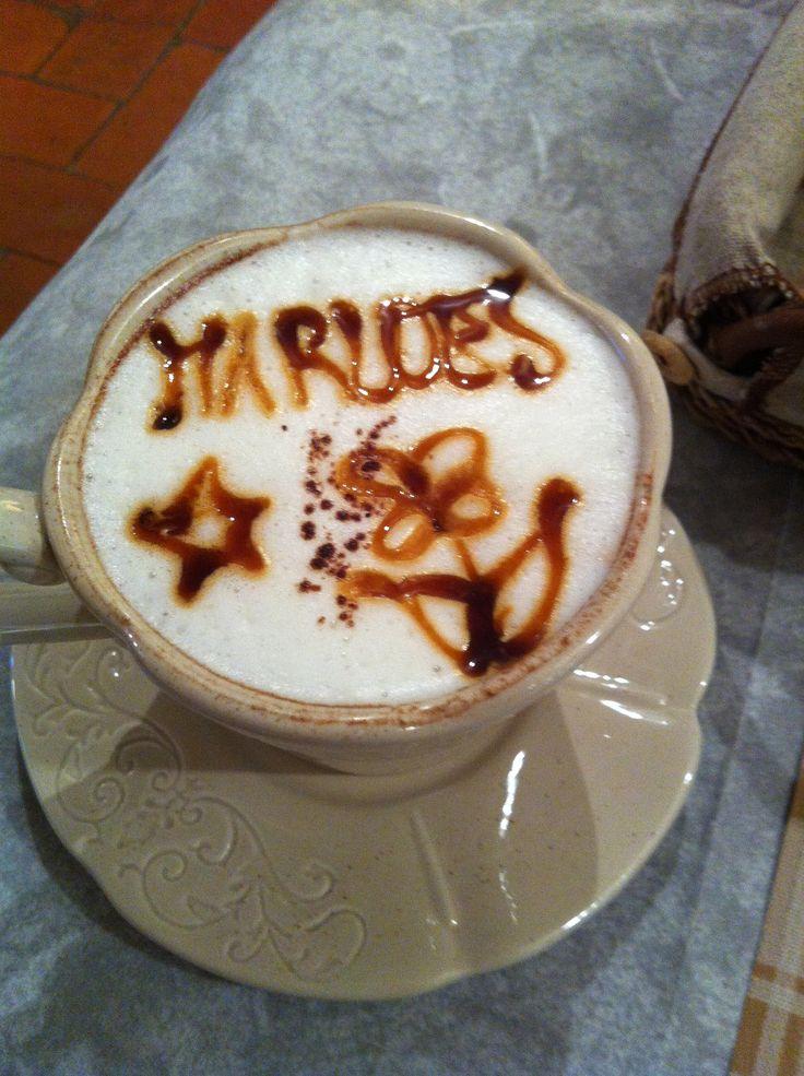 Cappuccino artist Massimo maakte dit elke ochtend voor mij. Elke ochtend met andere tekst!