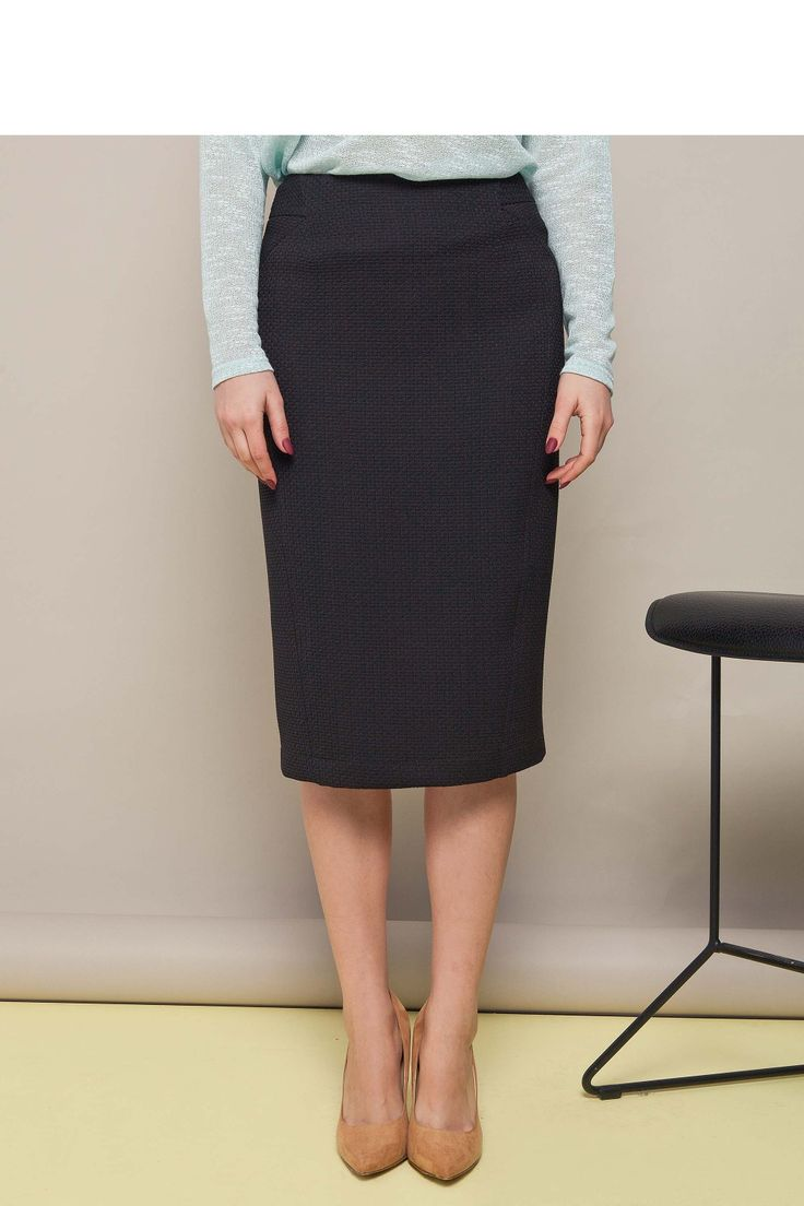 https://galeriaeuropa.eu/spodnice-damskie/300072284-klasyczna-spodnica-o-dlugosci-ponizej-kolan-gr1289-black