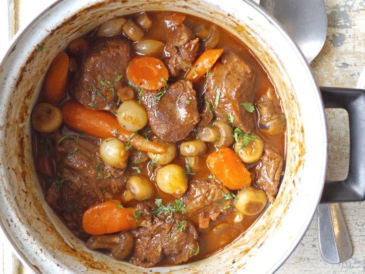 Μοσχάρι με λαχανικά και σάλτσα κόκκινου κρασιού