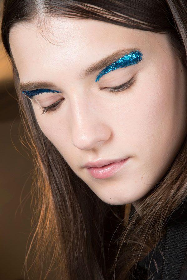 Tem maquiagem nada? Tem sim, senhor. Mas tem também muitas cores e muita delicadeza nas maquiagens da semana de moda de ...